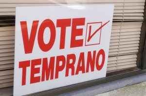 """A voter sign that says, """"Vote Temprano"""""""
