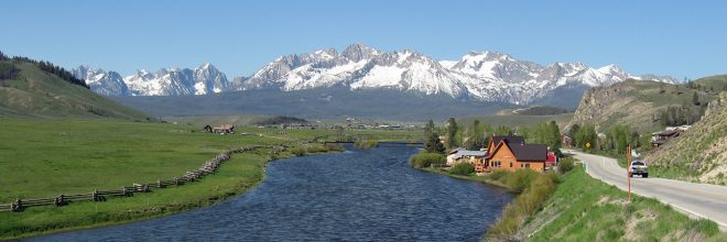 image of sawtooth mountains and salmon river