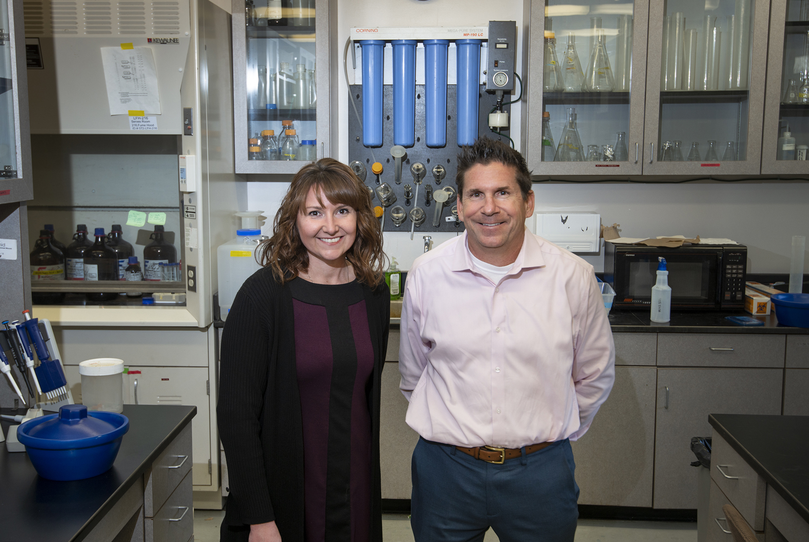 Dr. Troy Rohn and Dr. Stephanie Hall in lab