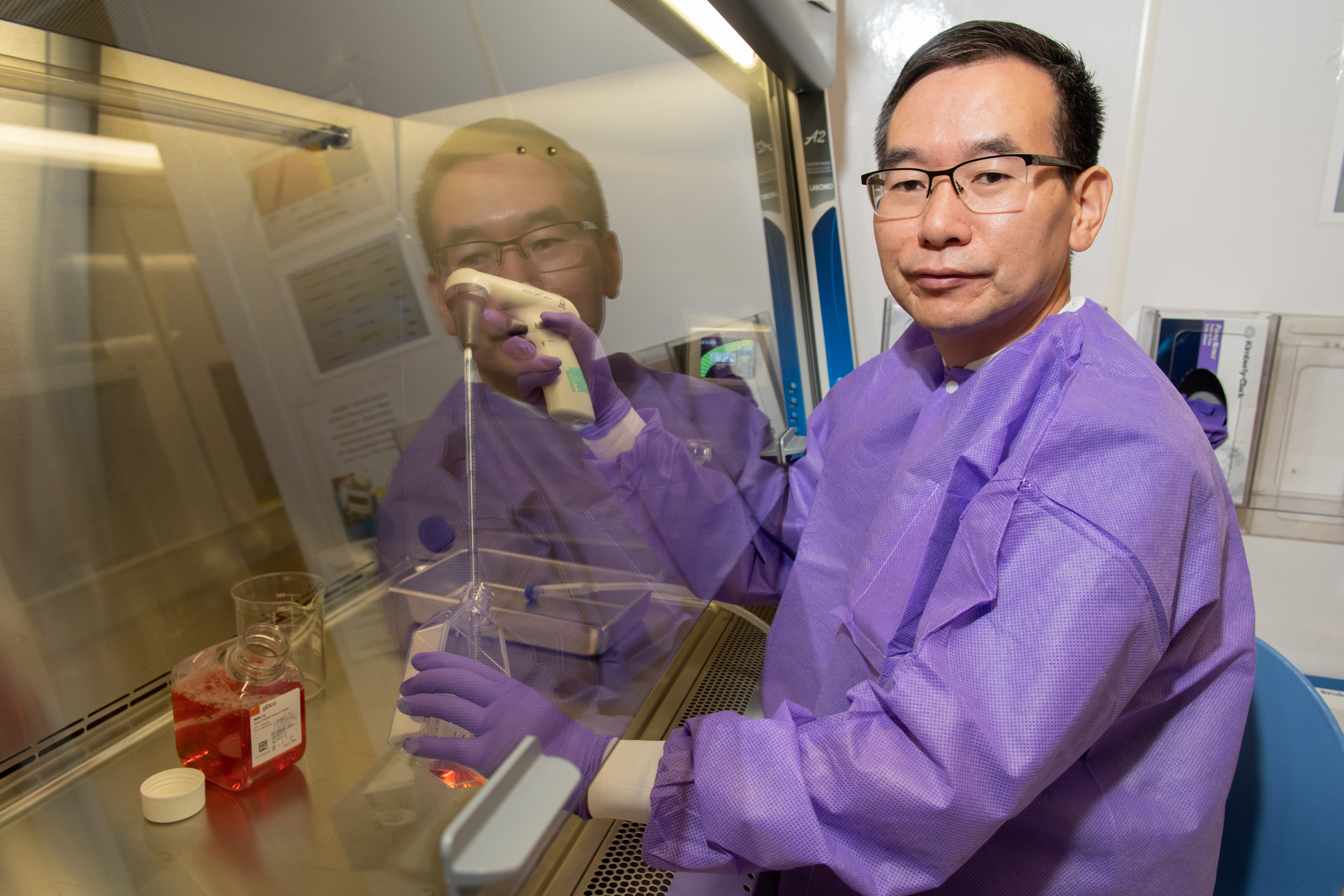 Photo of Shin Pu in the lab
