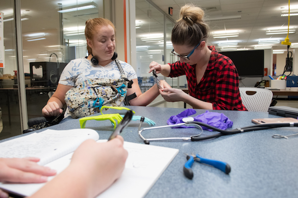 Amanda and Meagan Boll in the MakerLab.