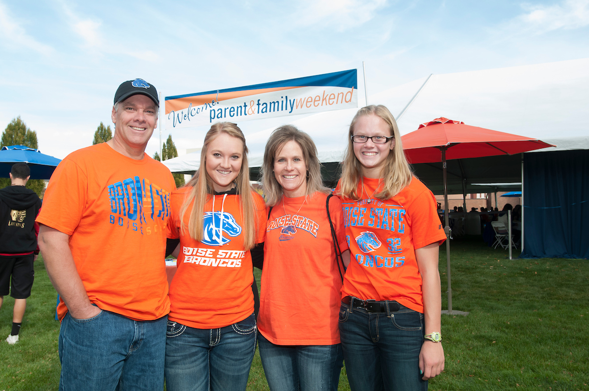 Boise State parents and students posing in Bronco t-shirts