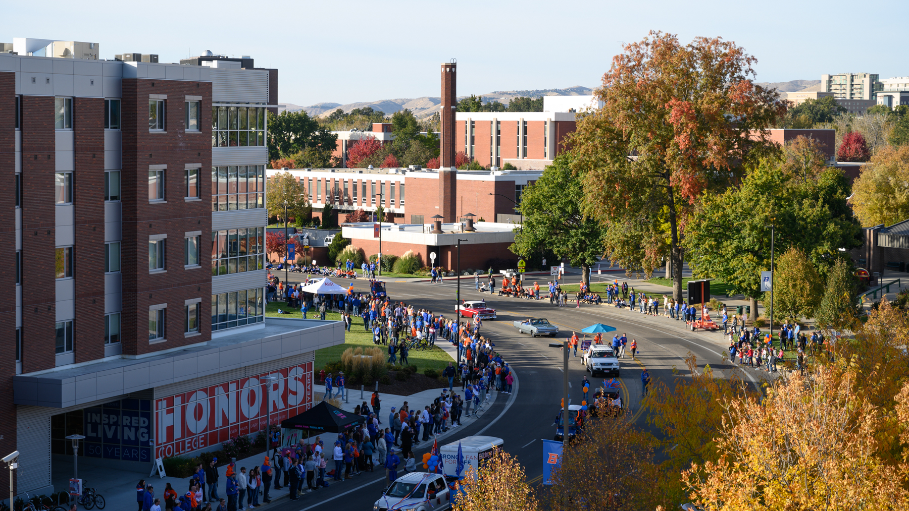 Homecoming Parade, Parent and Family Weekend, Allison Corona photo.