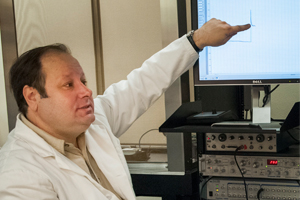 Fologea lecturing in lab