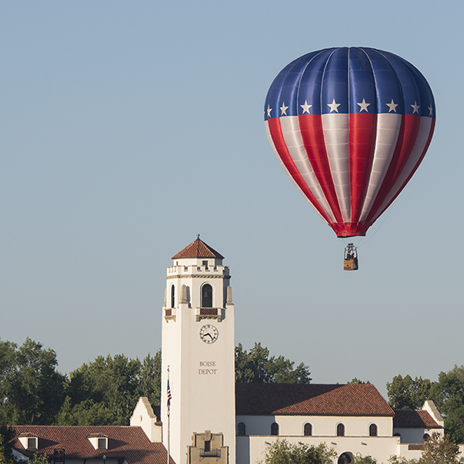 Campus scene, Spirit of Boise, hot air balloons over campus. John Kelly photo