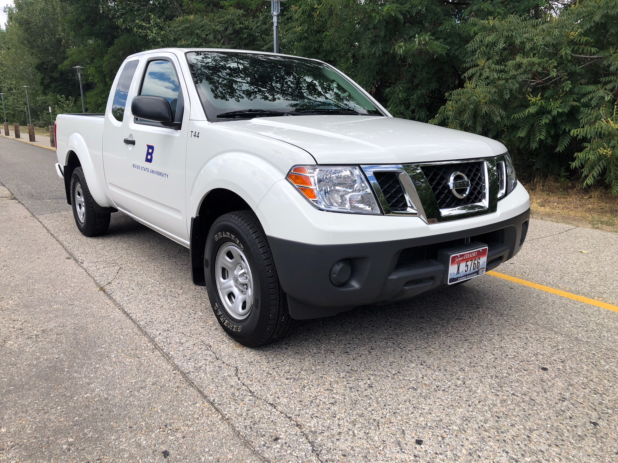 White Nissan Frontier