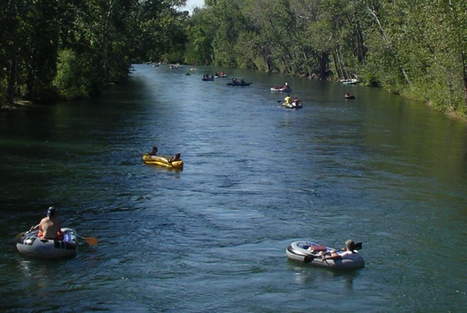 Photo of tubers on Boise River
