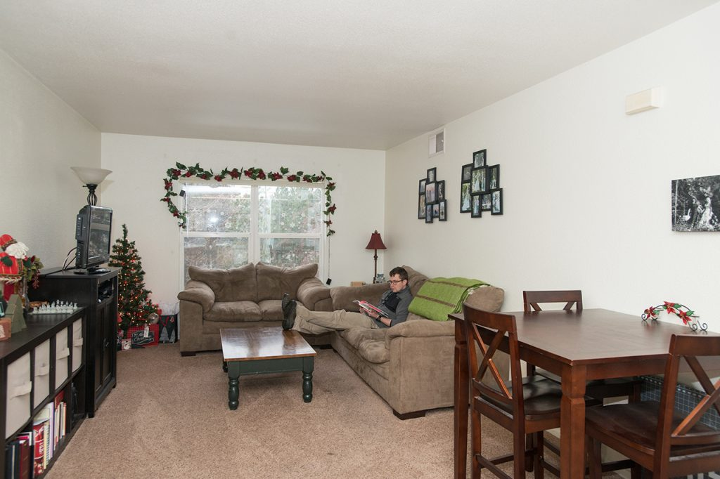 7_hrl_village_livingroom_images
